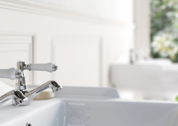 How to fit basin taps