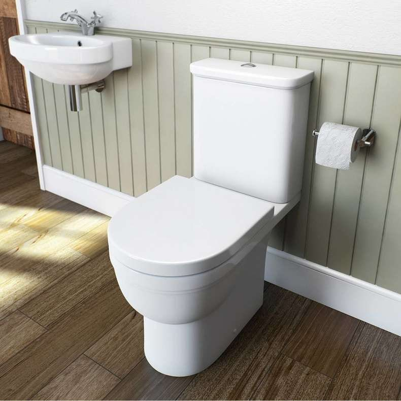 Deco close coupled toilet with soft close toilet seat