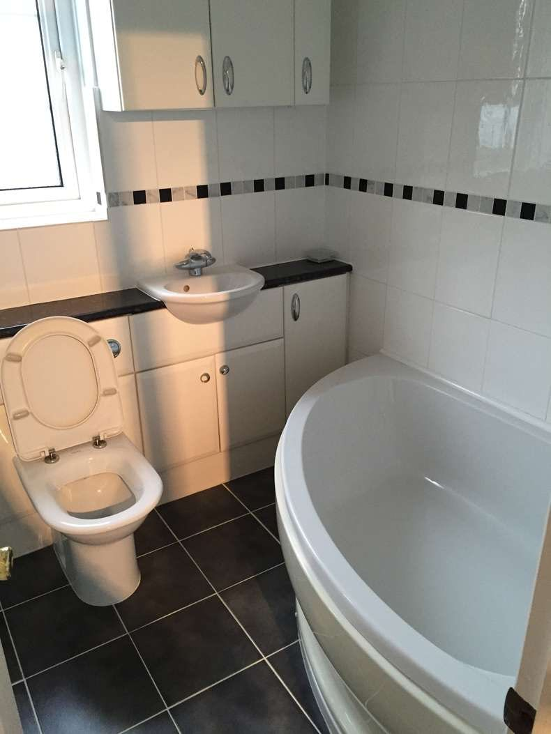 Dan Hughes - bathroom before makeover