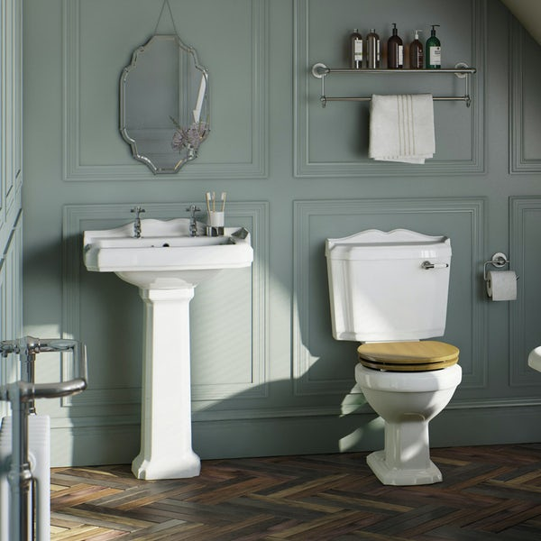 Winchester Bathroom Suite (oak seat)