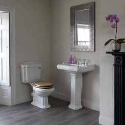 Winchester close coupled toilet and full pedestal basin with oak seat