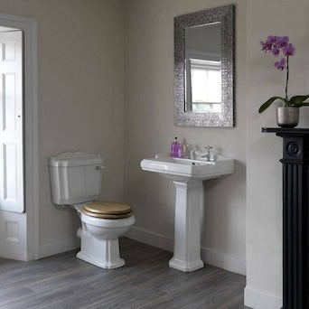 Winchester Toilet and Basin Suite with Oak Seat
