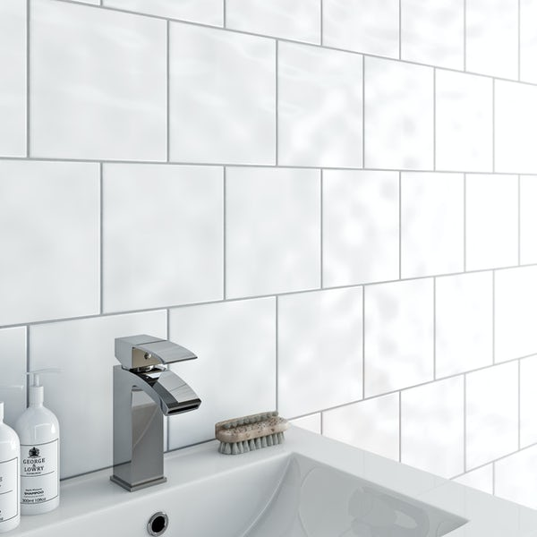 Simplicity bumpy white gloss tile 200mm x 200mm