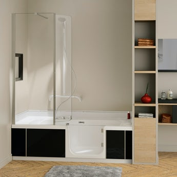 Kineduo right handed shower bath with screen and black panel 1700 x 750