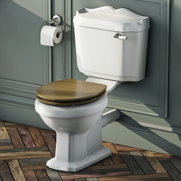 Winchester Close Coupled Toilet inc Oak Seat
